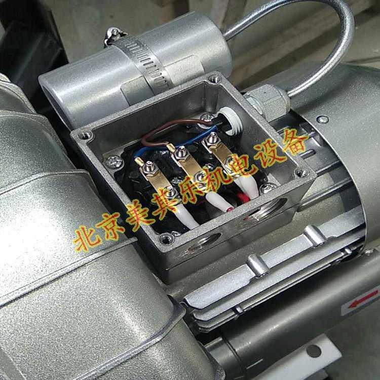 220v单相电高压鼓风机打开接线盒后,呈现出来的样子.